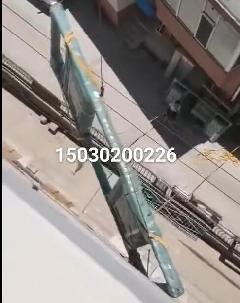 移动直臂式吊窗机吊铝合金门窗视频