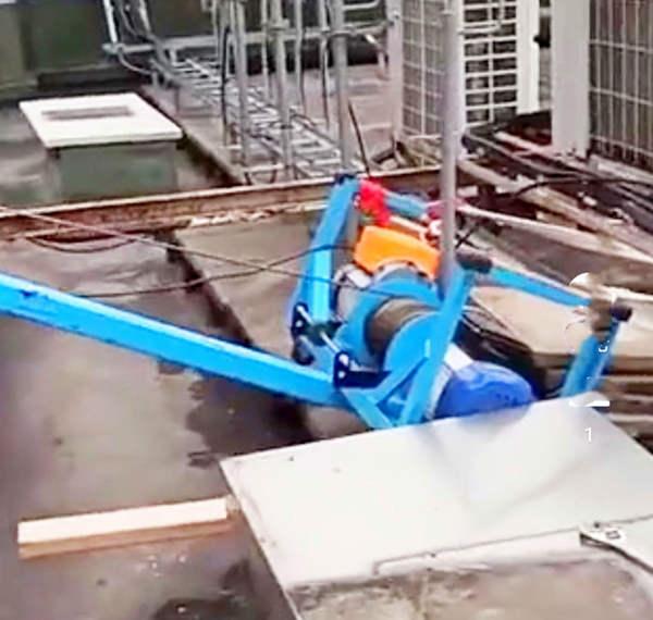 吊防盗网专用吊机使用现场