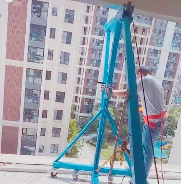 1吨高层吊玻璃吊门窗的小型吊机